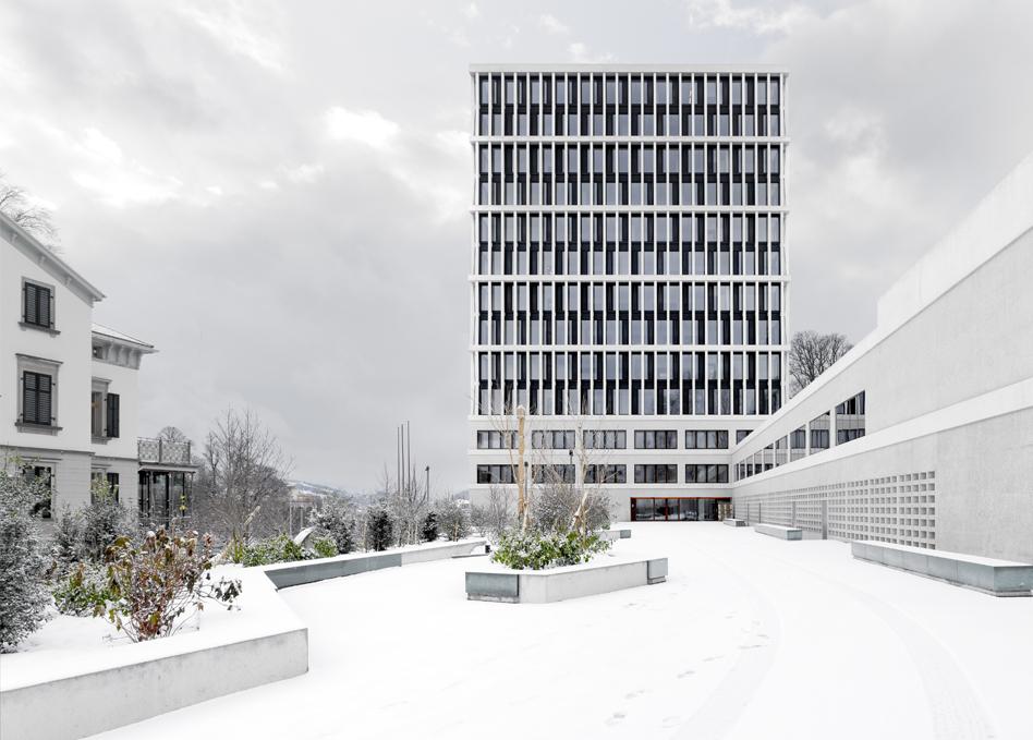 BVG Ostfassade im Winter