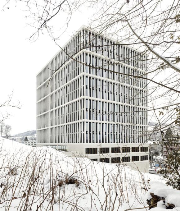 BVG Westfassade Winter